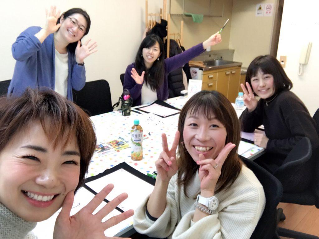 伝筆講座で笑顔の生徒さんたち